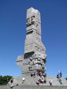 450px-Westerplatte-Denkmal_Danzig_2010
